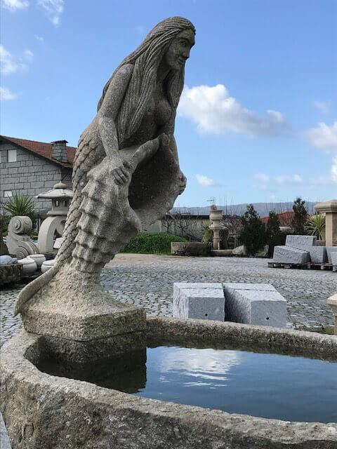 Escultura - Sereia na fonte
