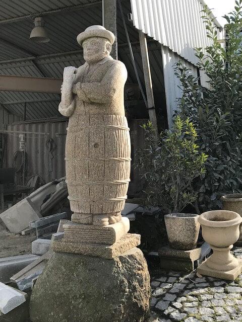 Escultura - Homem no barril