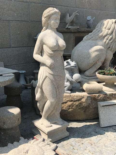 Escultura - Mulher lateral