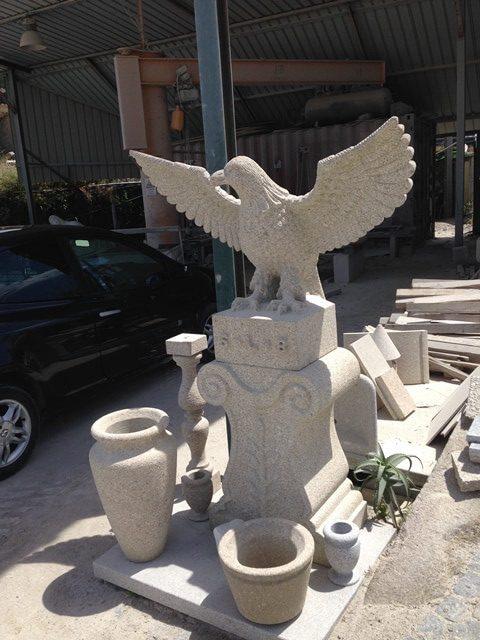 Escultura em granito - Águia