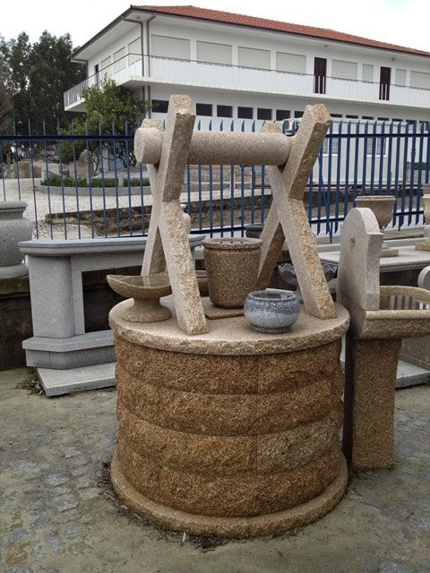 Escultura em granito - Poço
