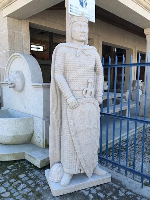 Escultura granito Dom Afonso Henrique