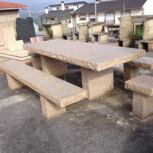 Mesa e bancos em granito